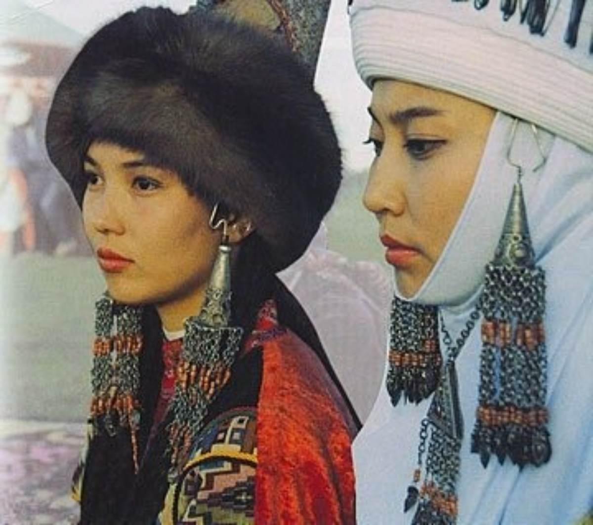 Қазақ тарихында ойып тұрып орын алған әйелдер кімдер?