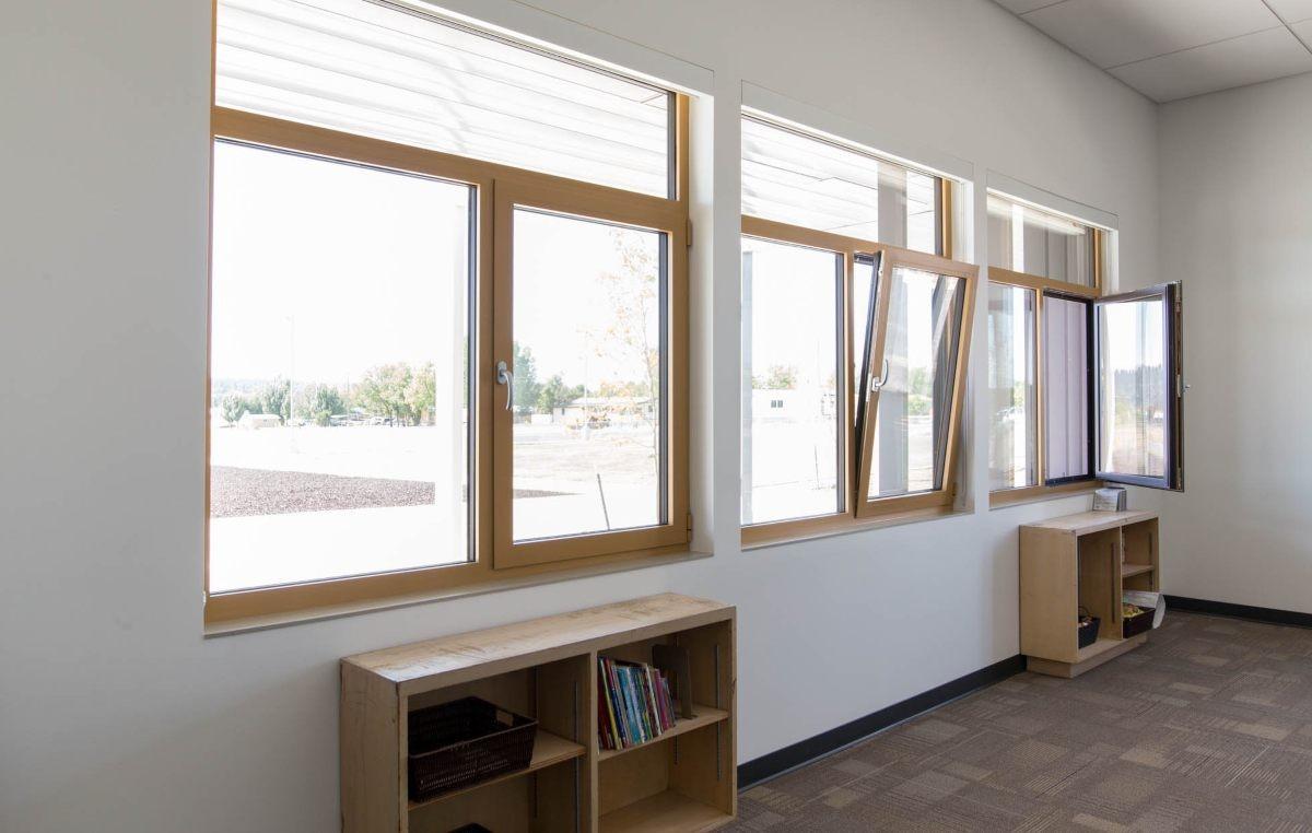 школа окно