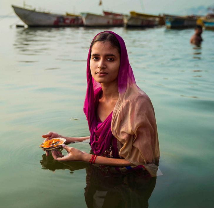 A-young-Hindu-pilgrim-making-an-offering-on-the-Ganges-River-in-Varanasi
