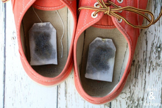 12556715-scented-tea-bags-in-shoes-to-get-rid-of-stinky-smell-1470050915-650-c52d24ee3a-1470061114