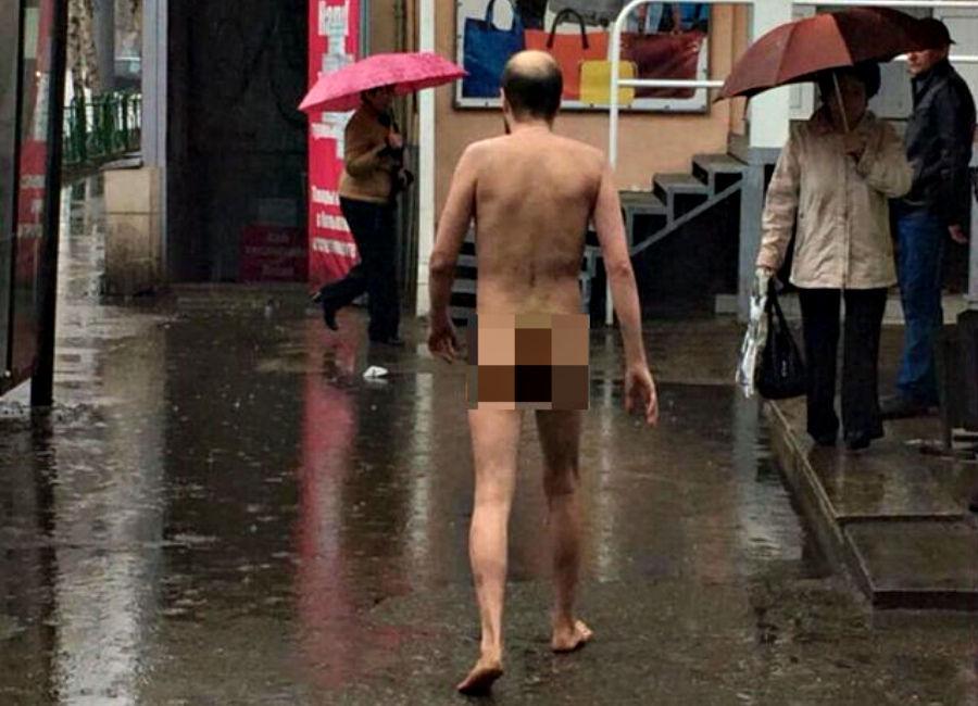 голый парень гуляет по городу видео фото