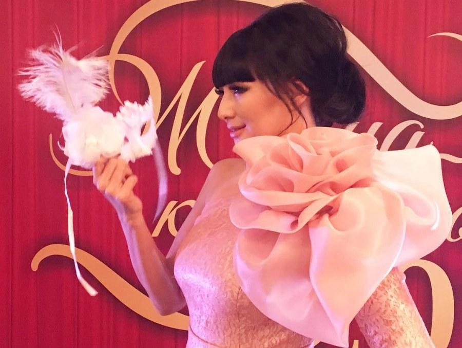 мадина розовое платье