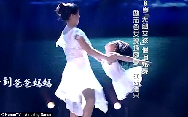 4088F10A00000578-4522228-Jiang_then_aged_eight_performed_with_her_mother_on_a_talent_show-m-2_1495208775396