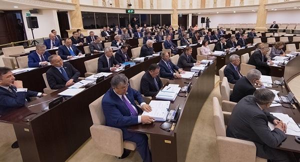 Ақтөбелік тележүргізушінің лифтідегі өлімі: Депутаттар Сағынтаевқа сауал жолдады