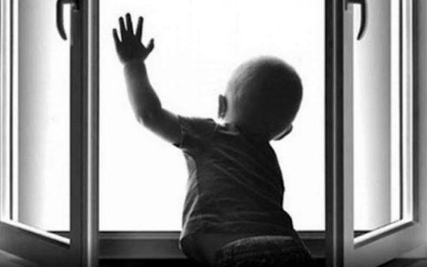 3-уі жарақат алып, біреуі көз жұмды: Астанада терезеден құлаған балалар тағы көбейді