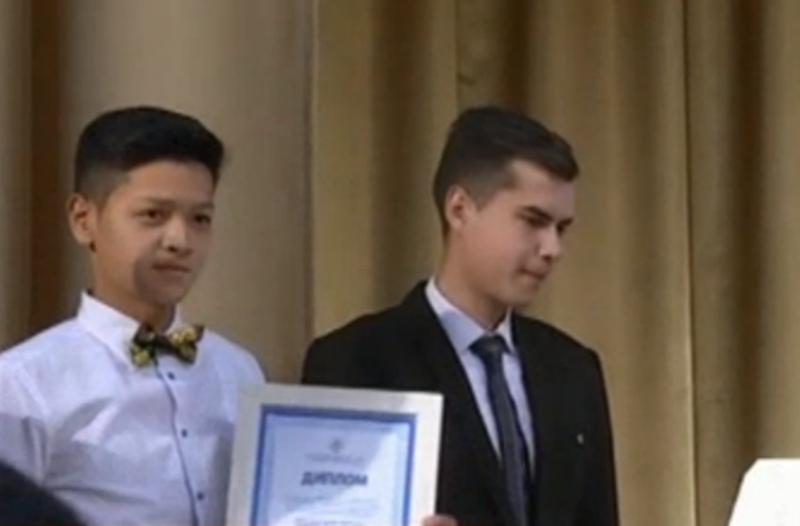 Жамбылдық студенттер ауруды емдейтін киім ойлап тапты