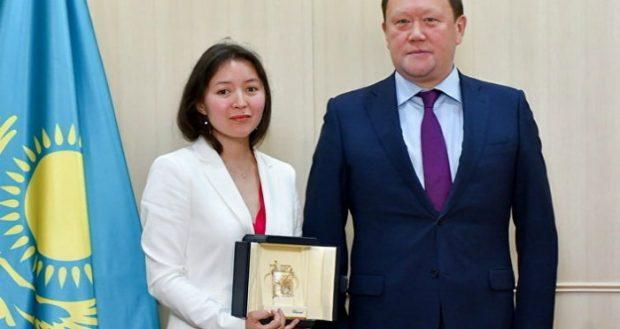 СҚО әкімі актриса Самал Еслямоваға Петропавлдан пәтер сыйлады (фото)
