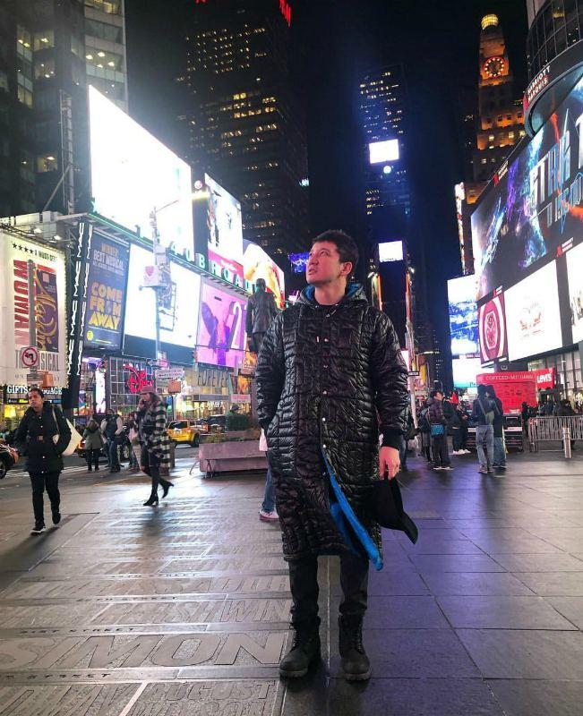Айқын Төлепберген жұбайы мен ұлын ертіп, Нью-Йоркке кетті