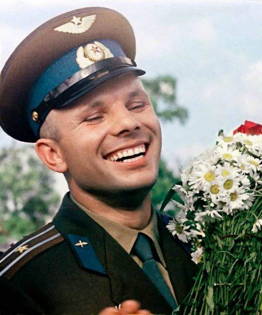 Ғарышқа ұшқан алғаш адам: Юрий Гагариннің өмірбаяны